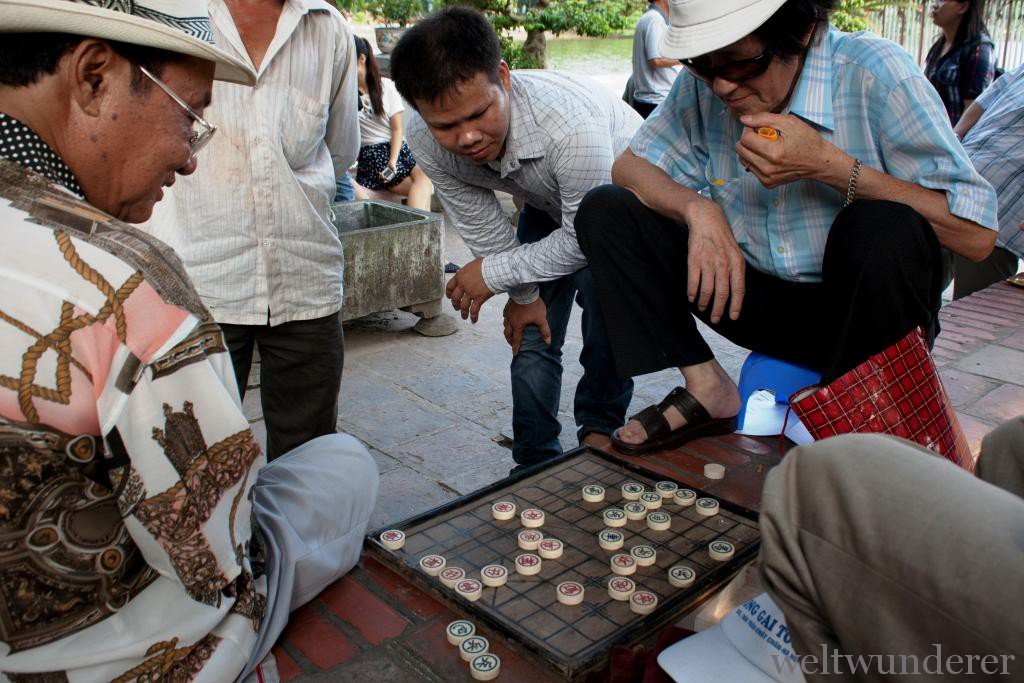 Weltwunderer Hanoi Vietnam Old Men Play Chinese Chess