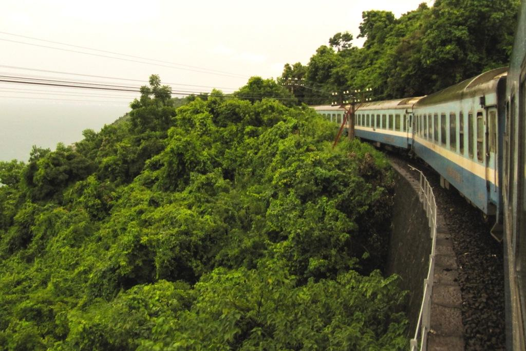 Weltwunderer Vietnam mit Kindern Reunification Railway Train Zug