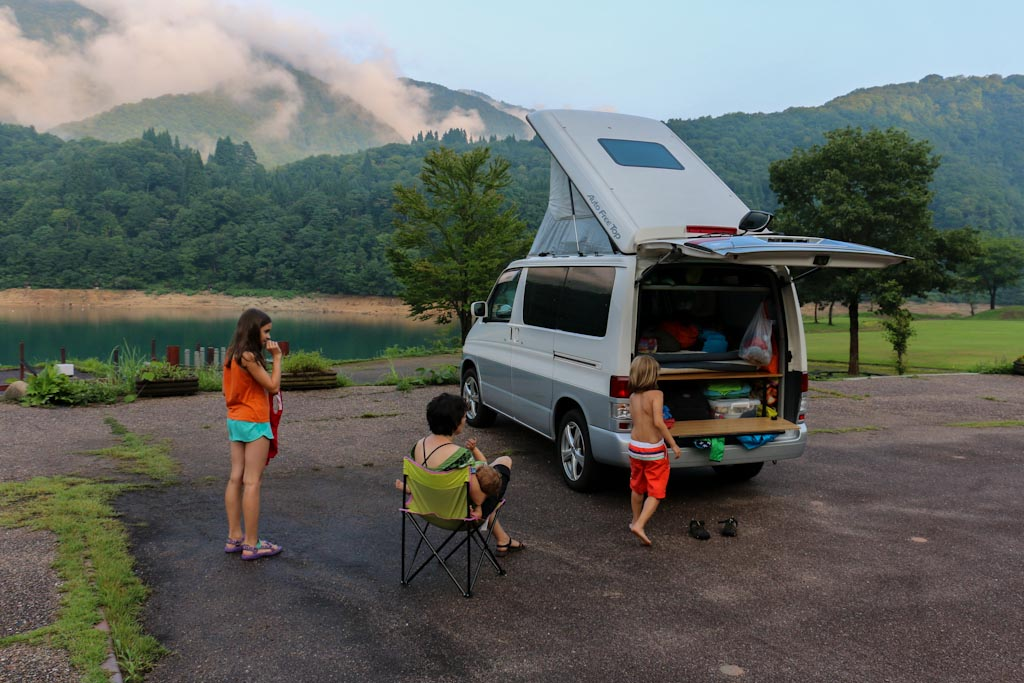 Weltwunderer Japan Campervan Shirakawa