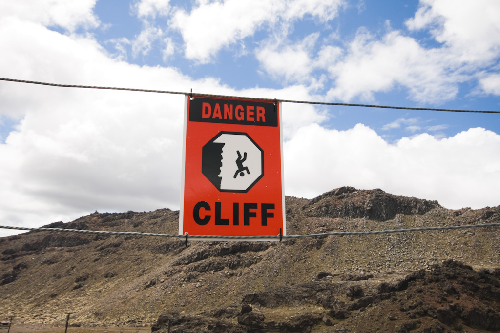 Neuseeland Tongariro Danger Cliff