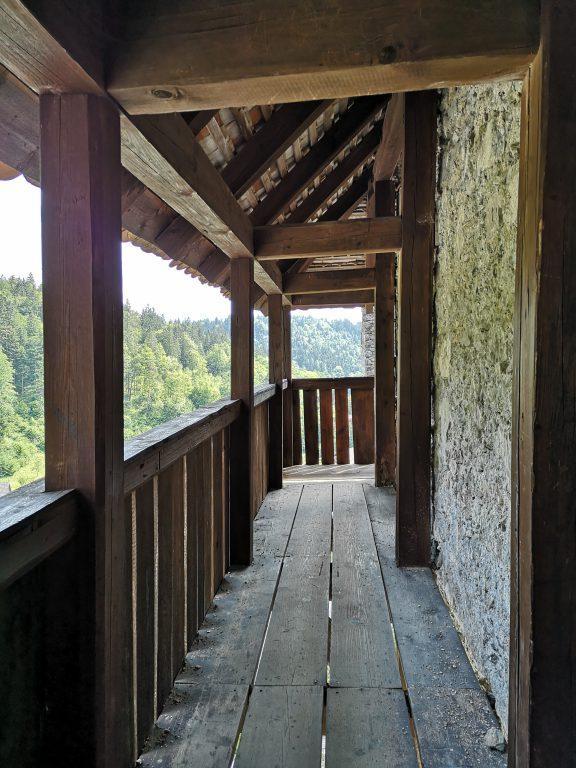 Slowenien Burg Kamen Wehrgang