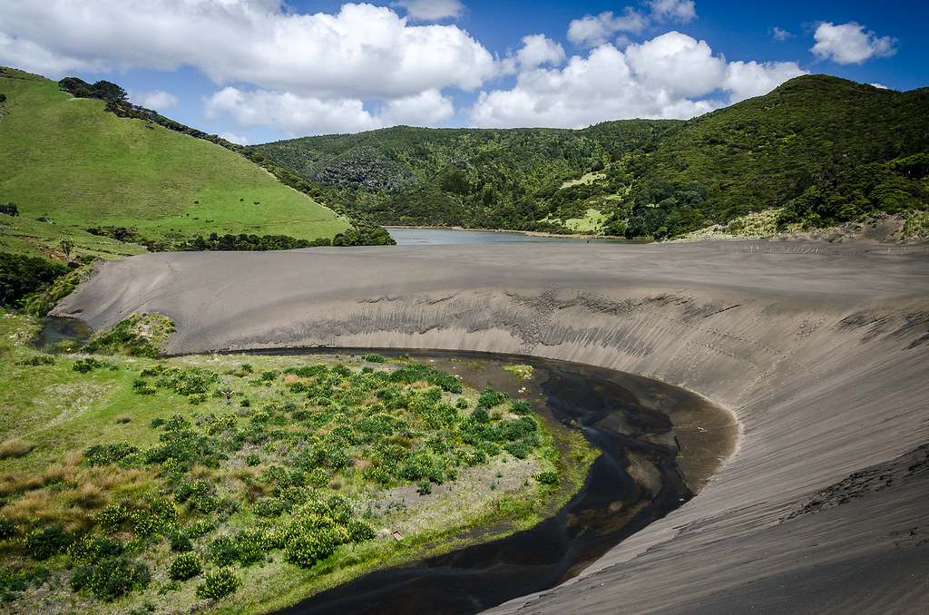 The Black Dunes at Lake Wainamu CREDIT Kathrin & Stefan Marks CC-BY-NC-ND 2.0